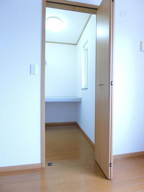 ウロジンゼⅡ 02010号室の収納