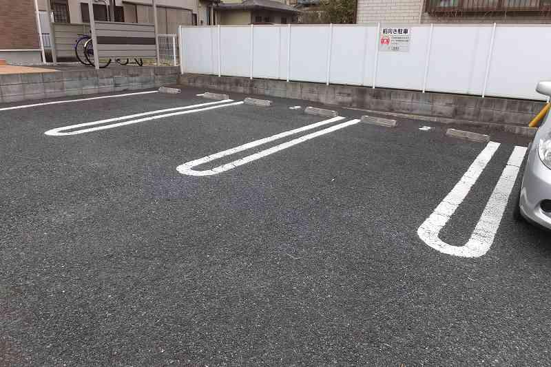 モダンアロッジオ 02020号室の駐車場
