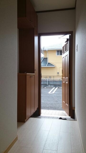 レジーナ壱番館 01010号室の玄関