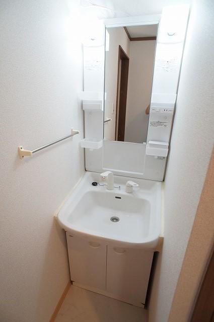 レジーナ壱番館 01010号室の洗面所