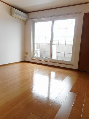 コンフォ-ル 02010号室のリビング