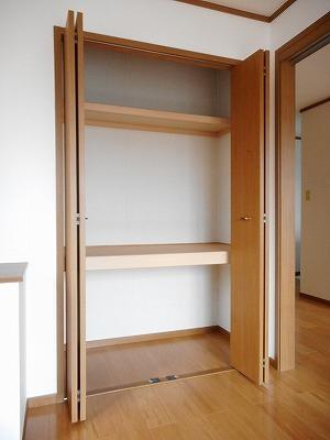 コンフォ-ル 02010号室の収納
