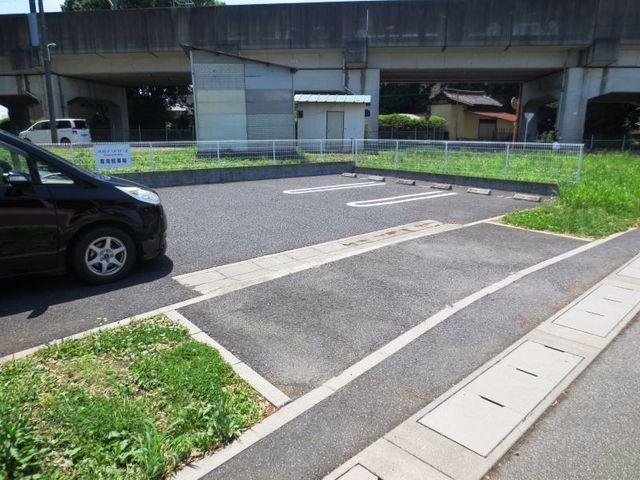 プロムナ-ド ロ-ズ 02030号室の駐車場