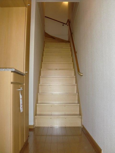 フォー リーフ クローバー 02020号室の玄関