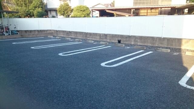 フォー リーフ クローバー 02020号室の駐車場
