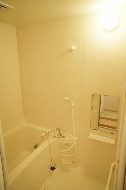コート・プラザB 01030号室の風呂