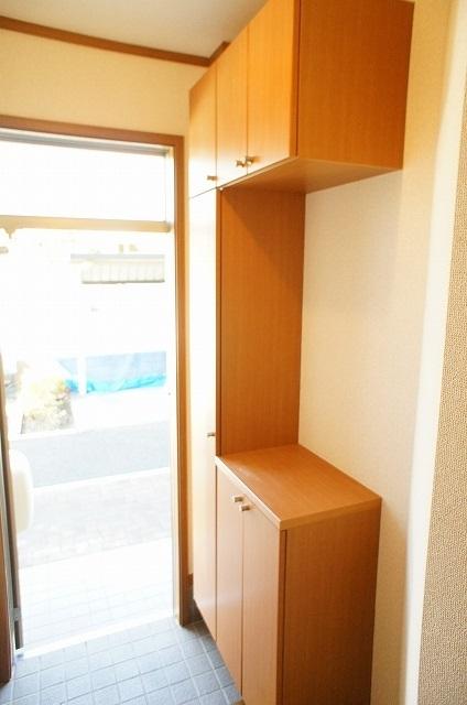 コート・プラザB 01030号室のエントランス