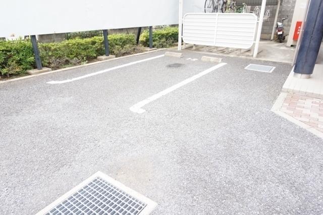 プロムナード 02010号室の駐車場