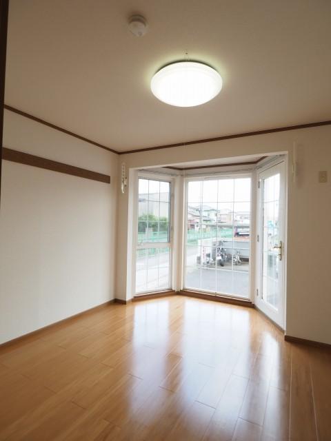 キャラバンサライ弐番館 01020号室のリビング
