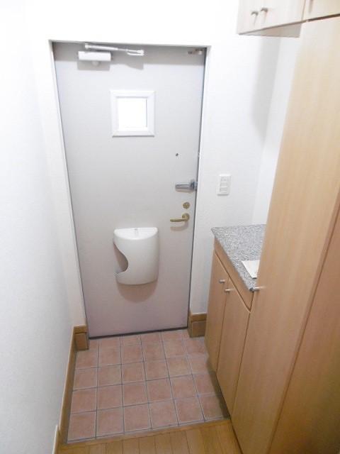 ラ・フルール A 02010号室の玄関