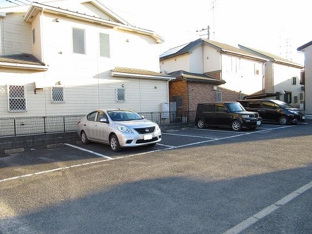 レインボーパレス 02020号室の駐車場