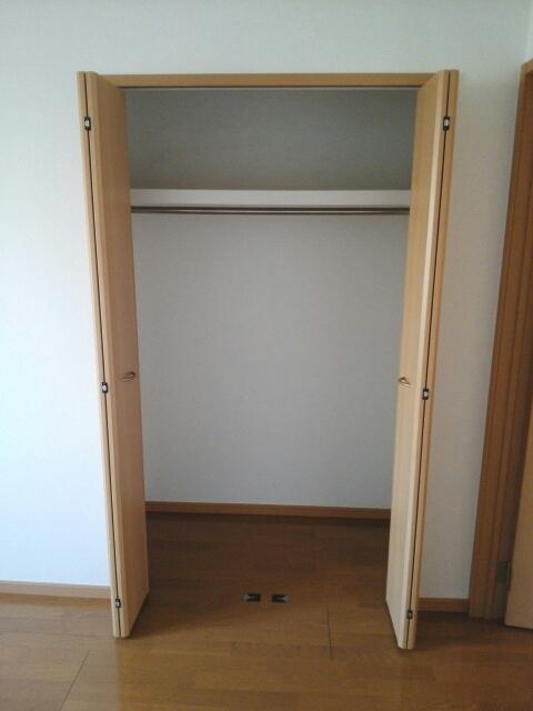 ヴィラ・グリシ-ヌ 01040号室の収納