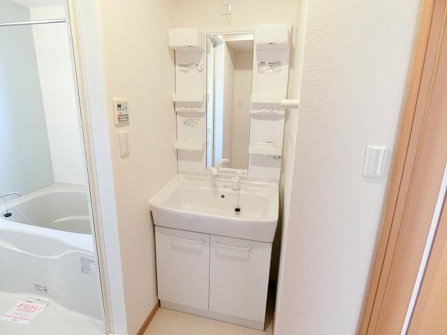 プリアールA 01030号室の洗面所