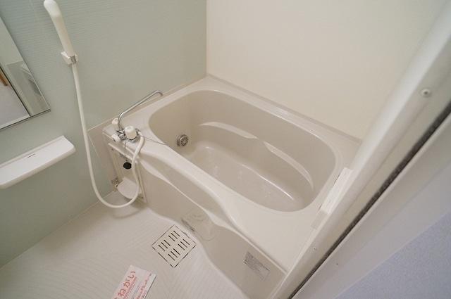 アルメリーナC 01020号室の風呂