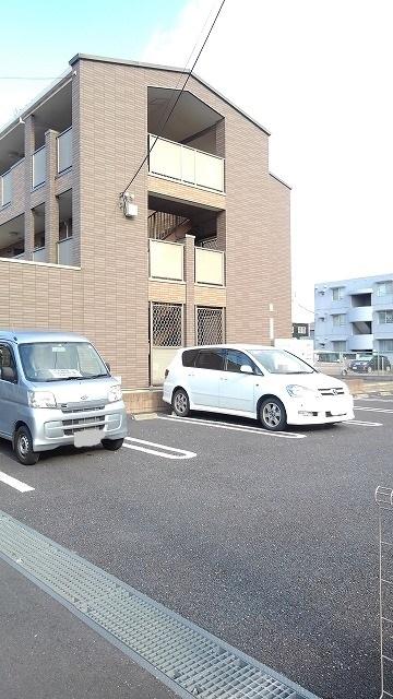 カルム・セーズ 02010号室の駐車場
