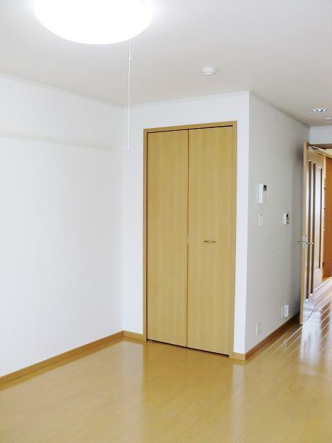 カルム・セーズ 02040号室の収納
