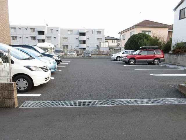 カルム・セーズ 02040号室の駐車場