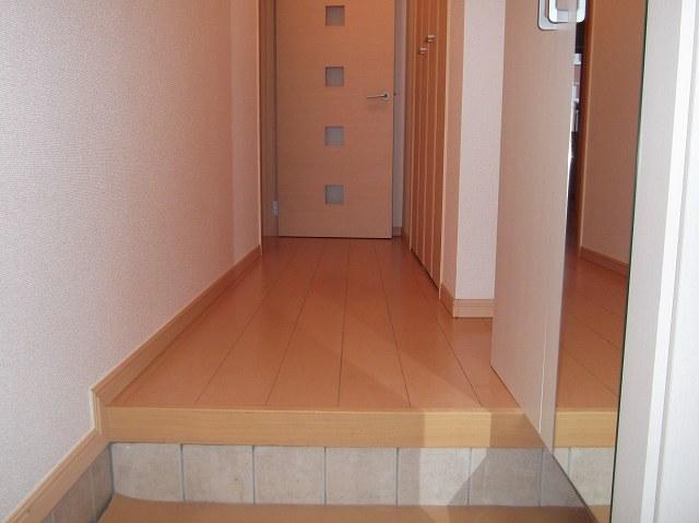 ラッフィナートA 01010号室の玄関