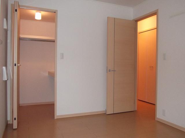 ラッフィナートA 01010号室の居室
