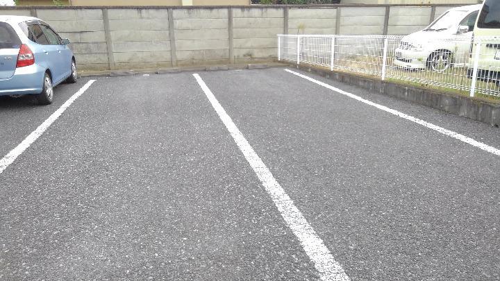 ラフィーネイズミ 02030号室の駐車場