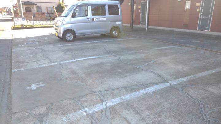 エルディム長谷川Ⅰ 01010号室の駐車場