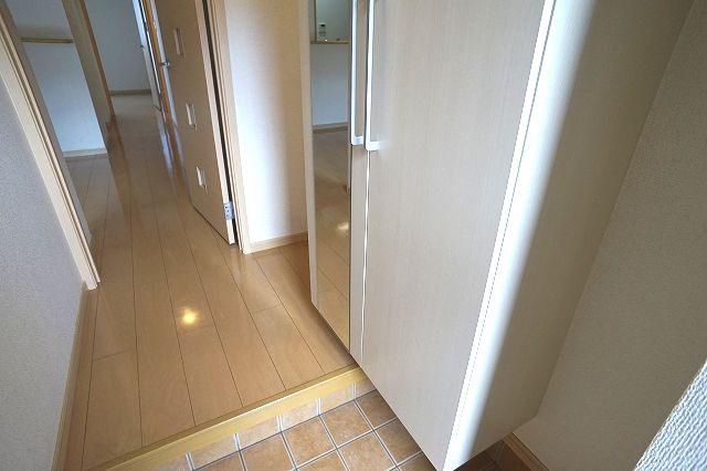 セントポーリアⅡ 01010号室の玄関