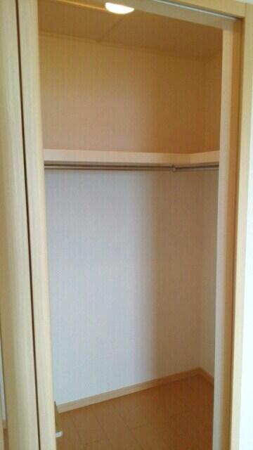 グランデ・ヒルⅣ 02020号室の収納