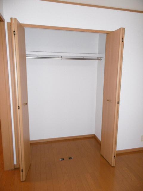 ラフィネ・ロジュマン B 02030号室の収納