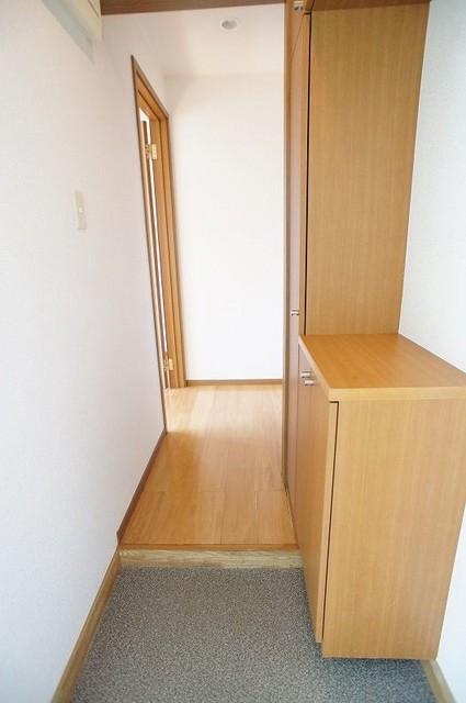 プレミール 02030号室の玄関