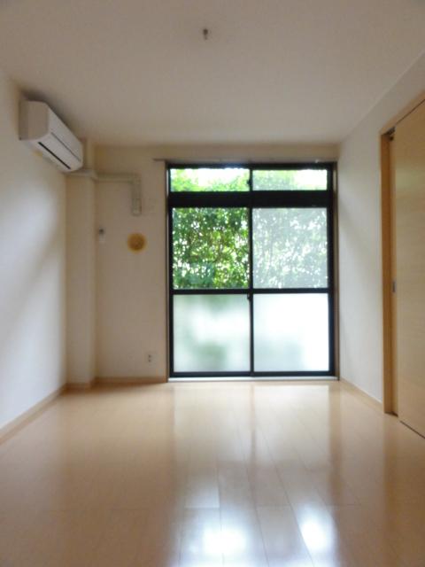 ファミール井上Ⅱ 01010号室のリビング