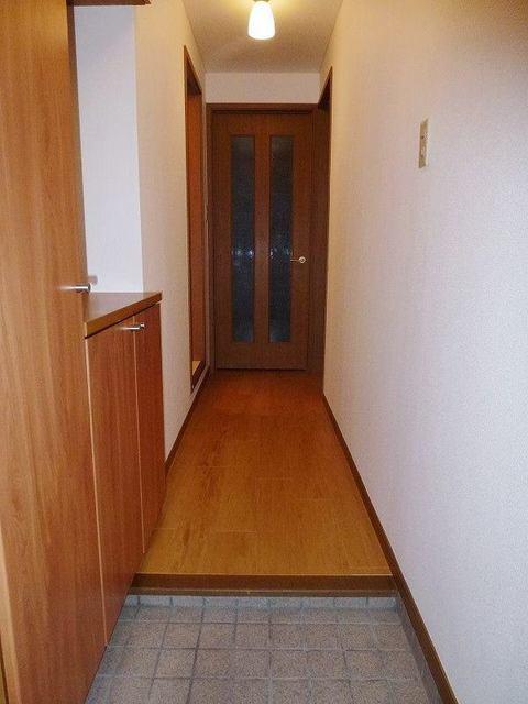 リバーパーク参番館 01040号室の玄関