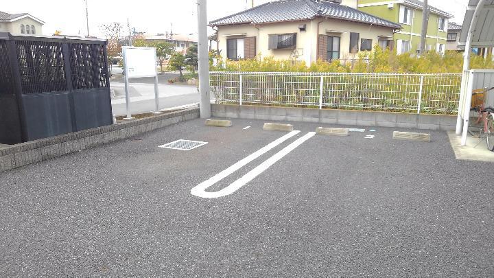 セレニテ 02010号室の駐車場