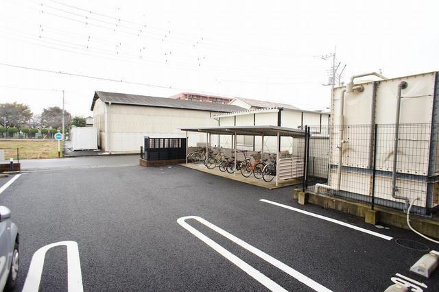 ランデュール城西 02010号室の駐車場