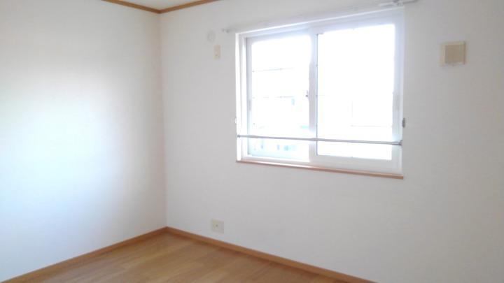 プリムローズⅡ 02010号室の居室