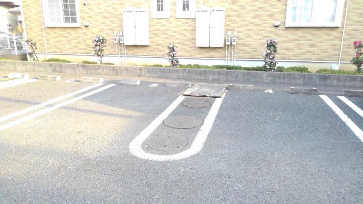 プリムローズⅡ 02010号室の駐車場