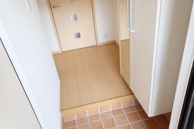 サニ- スプリング B 01010号室の玄関