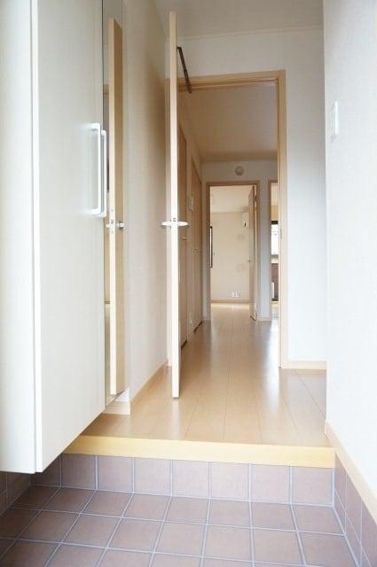 エテルノ ブリ-ズ 01030号室の玄関