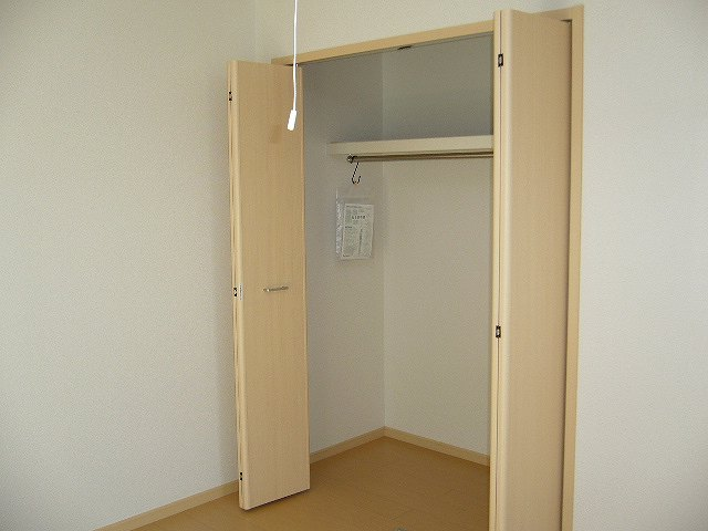 ソレイユ・A 02010号室の収納