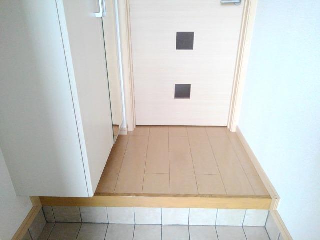 ルピナス・グロー 01040号室の玄関