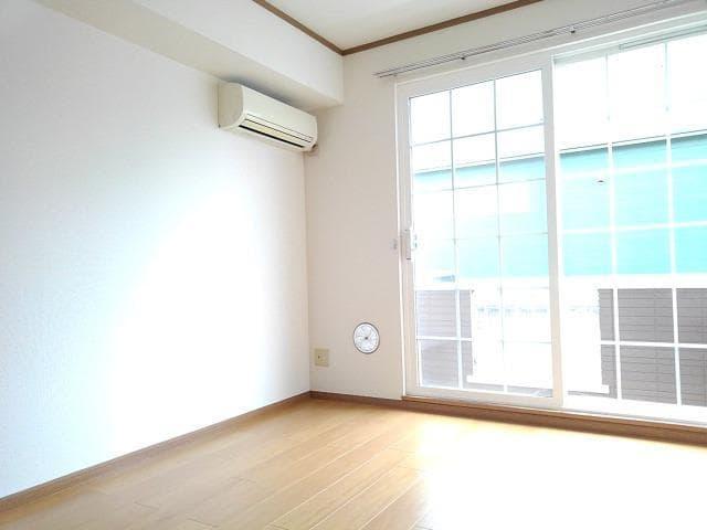 ヴィラ星の宮 01020号室のリビング