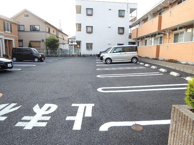 メルヴェーユパルファンC 01060号室の駐車場