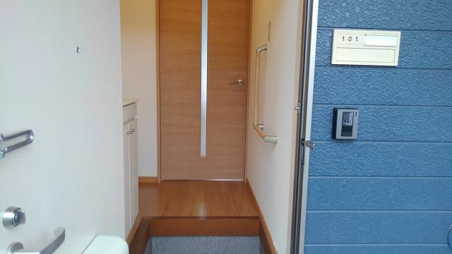 カーサフェリス高町 01010号室の玄関