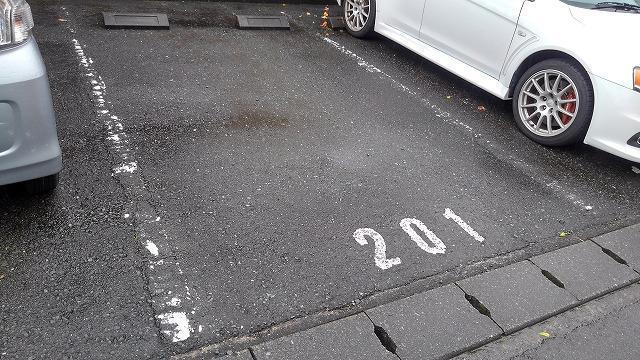 カーサフェリス高町 01010号室の駐車場