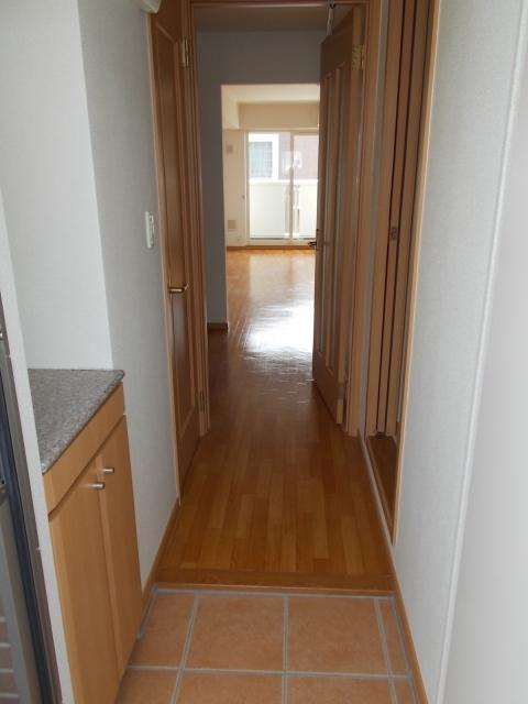 ド・オロ-ル ソ-レⅠ 01020号室の玄関