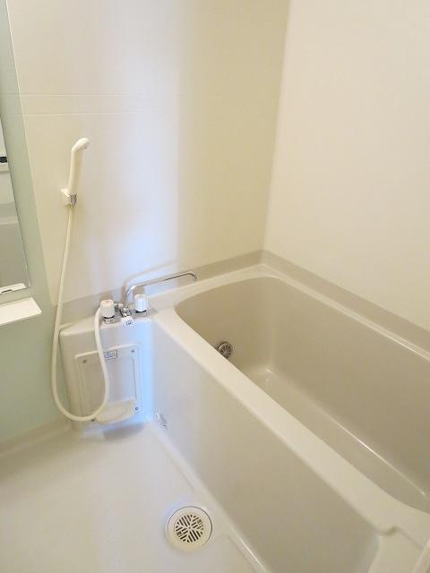 サン・フィオーレ Ⅰ 01010号室の風呂