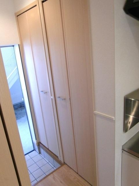 JOY CUBE 01020号室の玄関