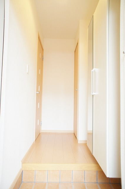 ルミナリエ 01030号室の玄関