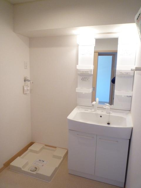 エテルノ ブリ-ズ Ⅱ 02020号室の洗面所