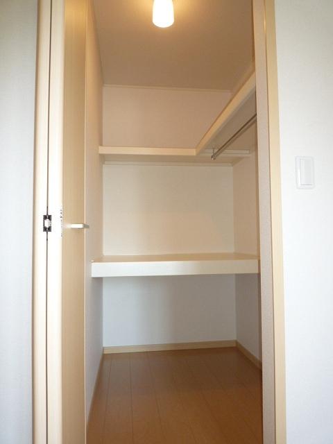 エテルノ ブリ-ズ Ⅱ 02020号室の収納