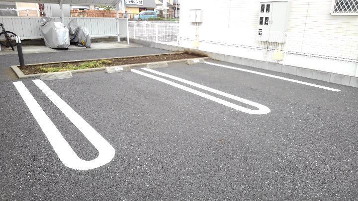 パレドール・I 01020号室の駐車場